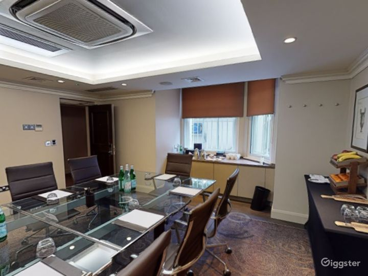 Exclusive Private Room 2 in Cromwell Road, London  Photo 3