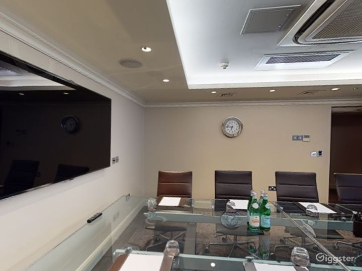 Exclusive Private Room 2 in Cromwell Road, London  Photo 2