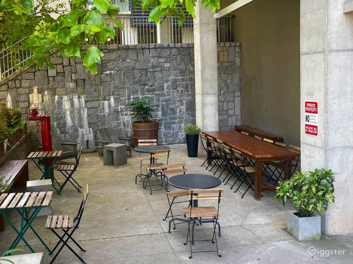 Spacious Modern Coffee Shop  Photo 5