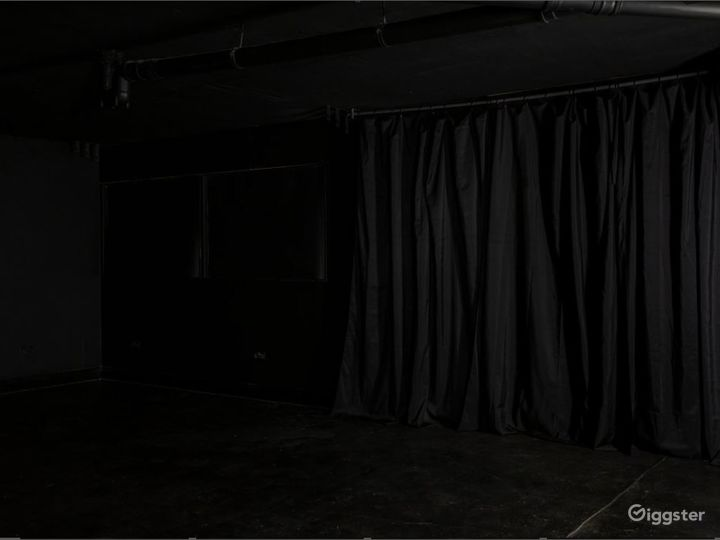 Full Blackout Studio in Canary Wharf Photo 5