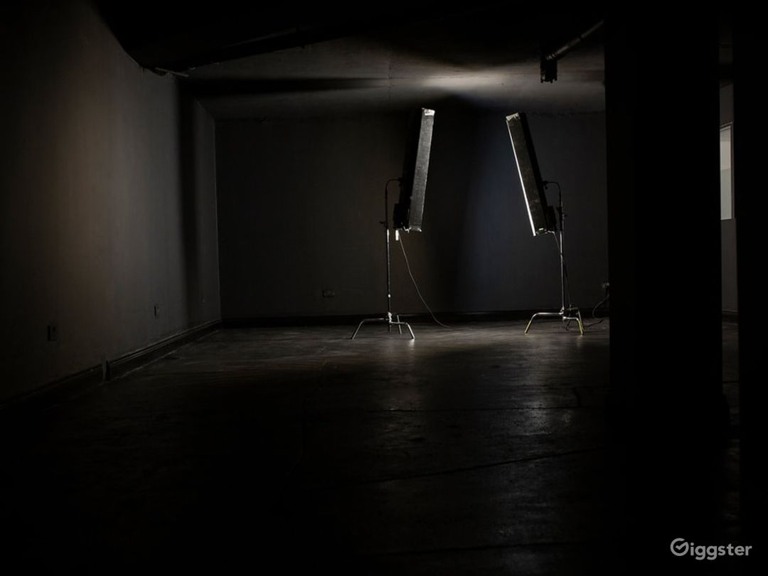 Full Blackout Studio in Canary Wharf Photo 1