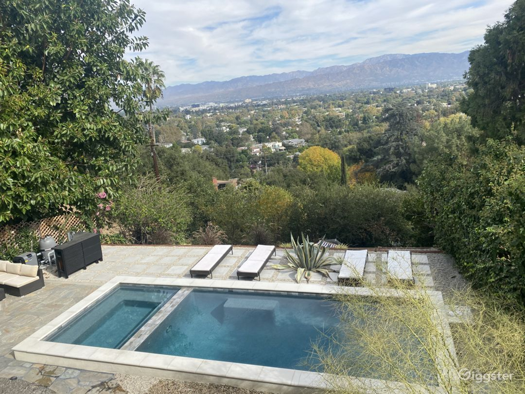 Home in Hollywood Hills with spectacular views Photo 1