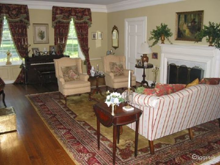 Large traditional suburban home: Location 3015 Photo 3