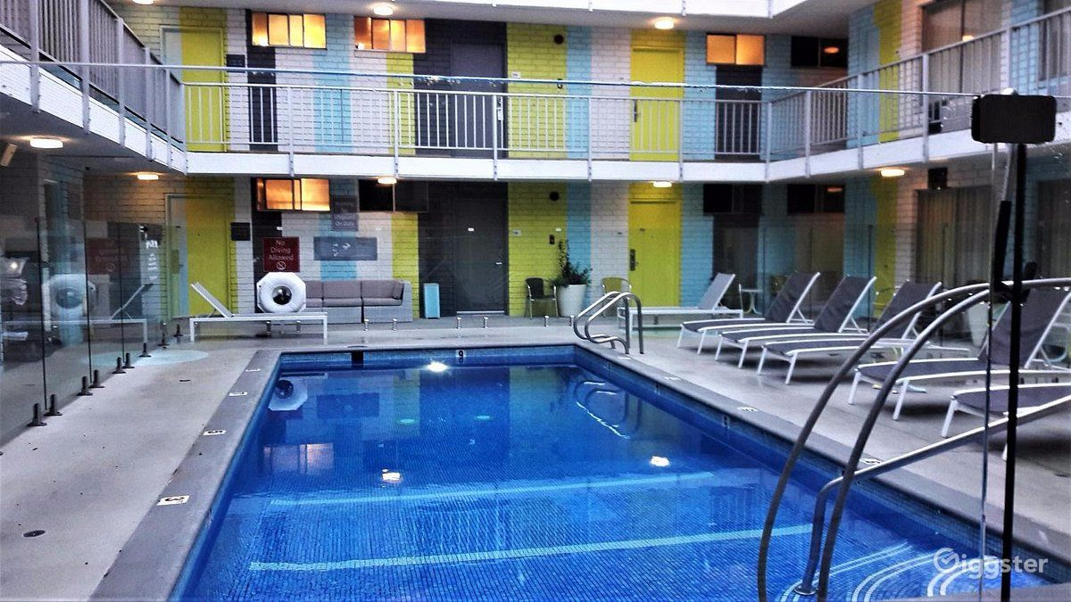 Bright Hotel Pool  Photo 1