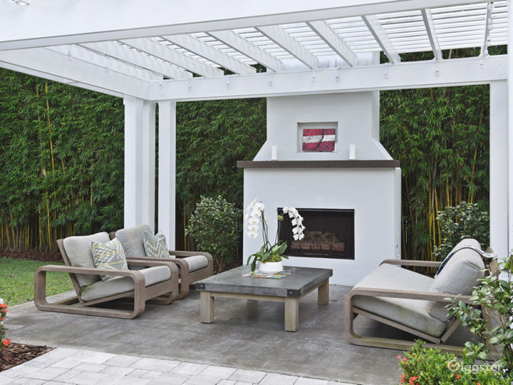 Stunning Modern Coastal Pool Home, Open Floor Plan Photo 5