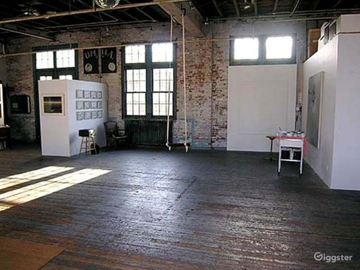Loft, warehouse: Location 4239 Photo 2