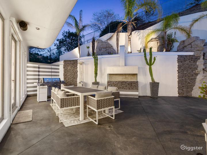 Mega Mansion in Hollywood  Photo 3