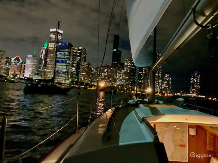 Get action from off the coast of Chicago Photo 4