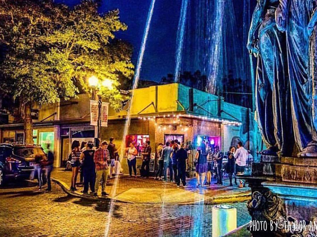 Quirky Neighborhood Bar in Historic Orlando Photo 1