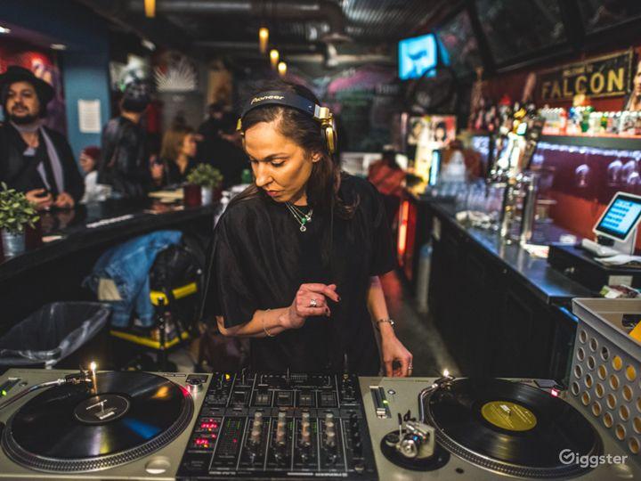 Quirky Neighborhood Bar in Historic Orlando Photo 4