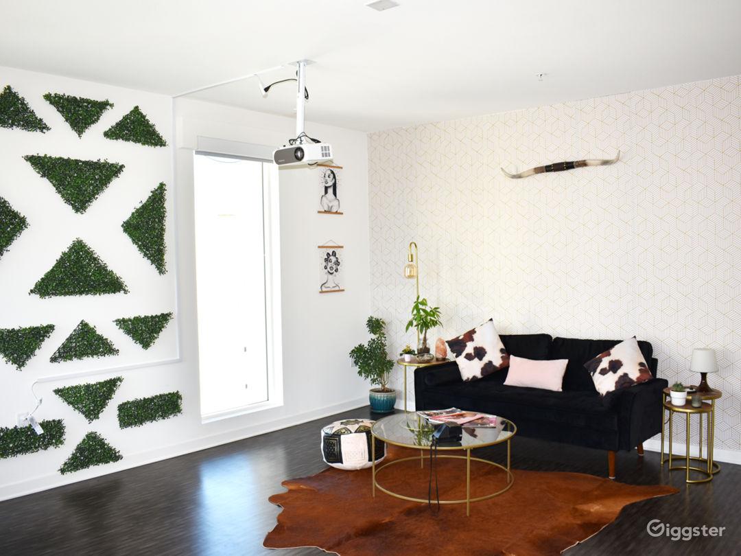 Sunny Downtown Photo Loft Apartment Photo 1