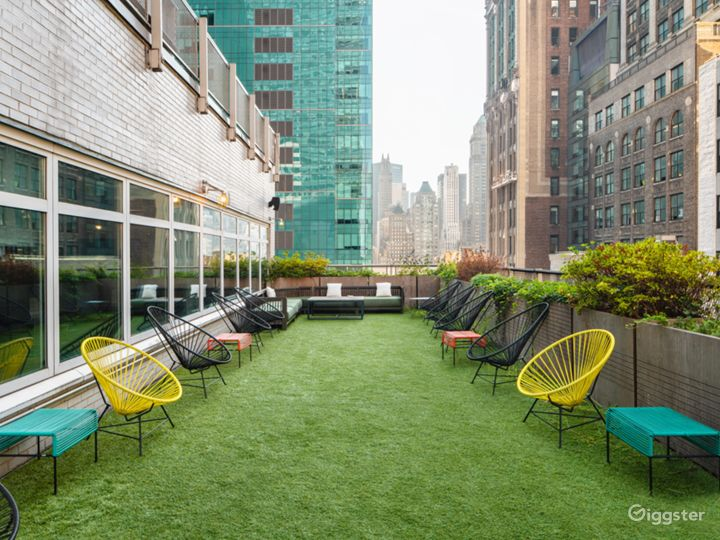 NYC Rooftop Deck w/ Stunning Wrap-Around Rooftop Photo 5
