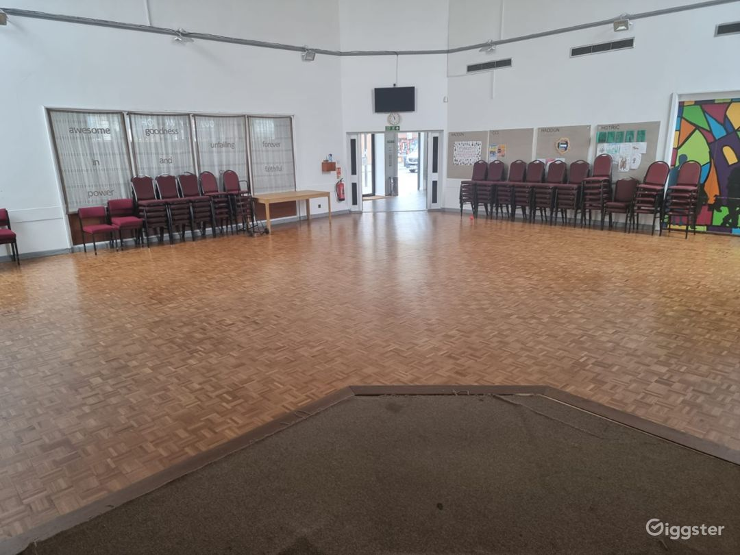 Delightful and Spacious Main Hall in London Photo 1