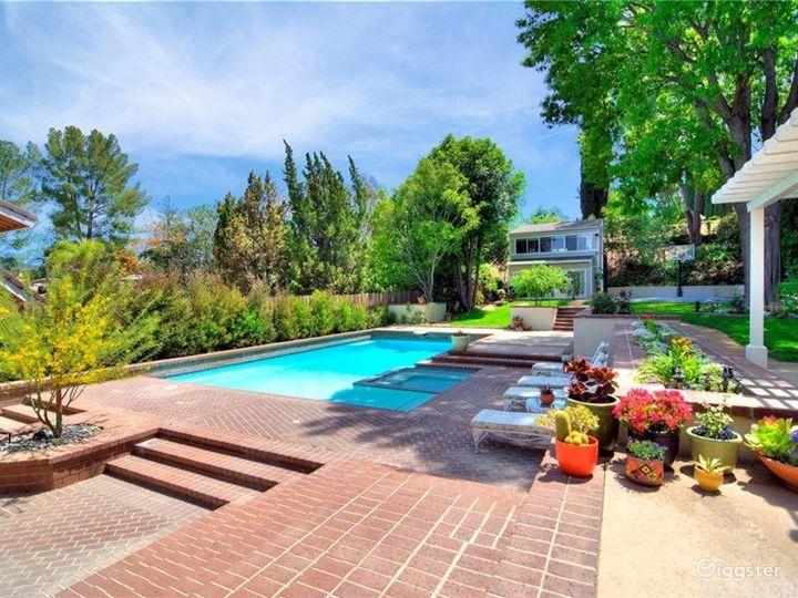 House with Amazing Kitchen, Pool and Backyard. Photo 4