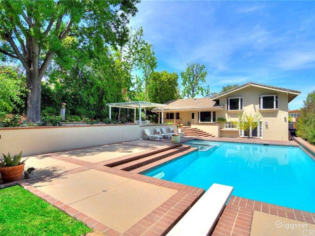 House with Amazing Kitchen, Pool and Backyard. Photo 1