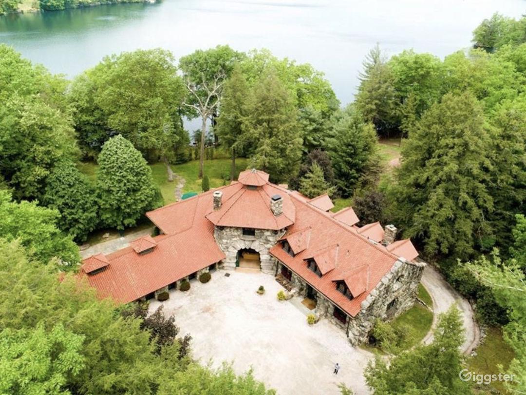 Lake Front Estate  Photo 1