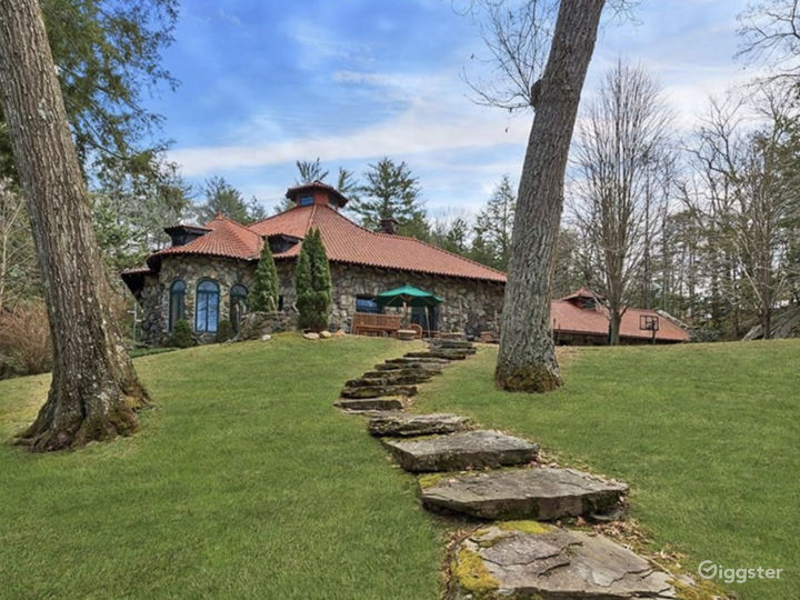 Lake Front Estate  Photo 2