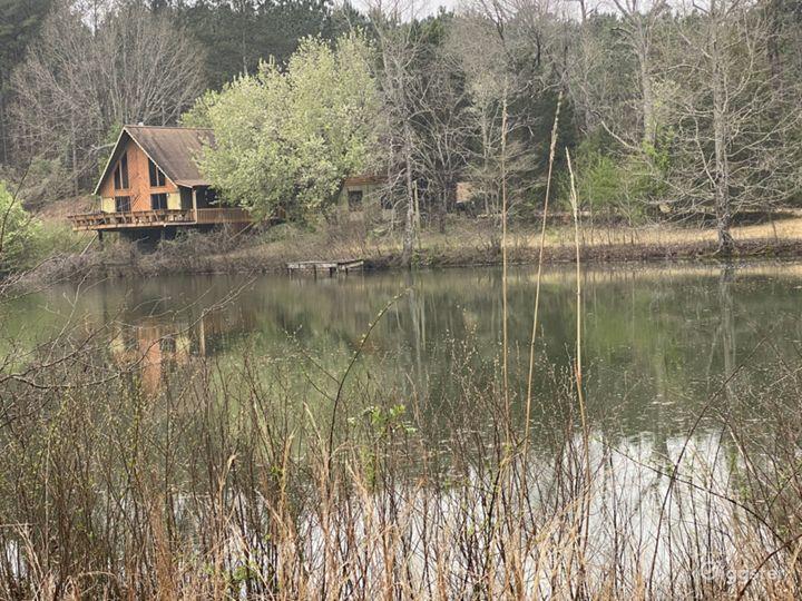 Lake House on 25 acres Photo 4