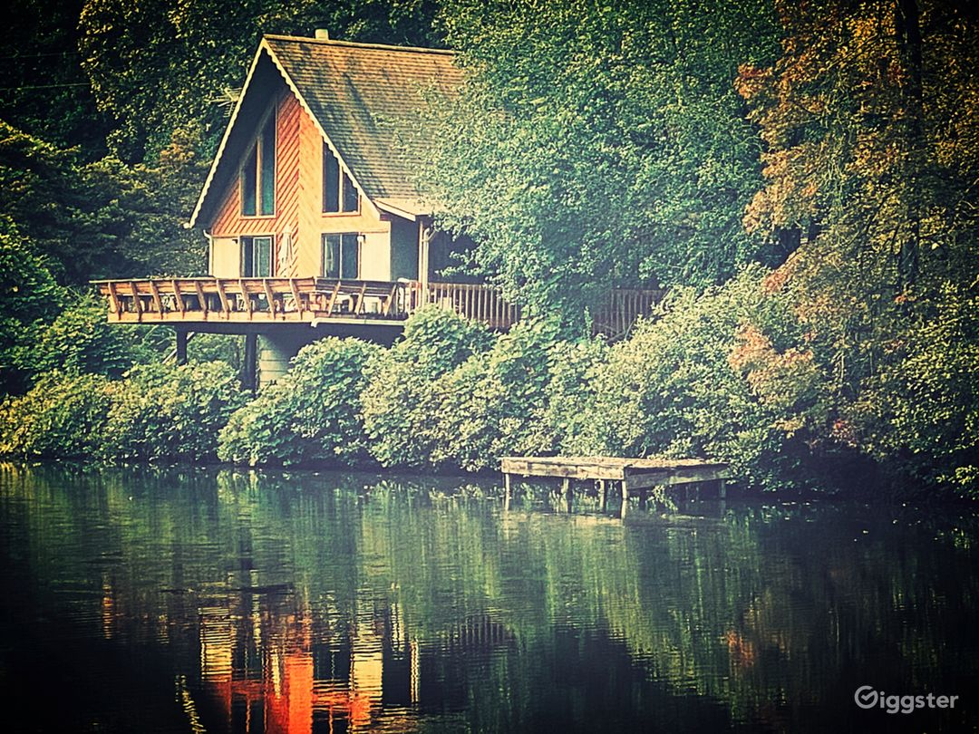 Lake House on 25 acres Photo 1