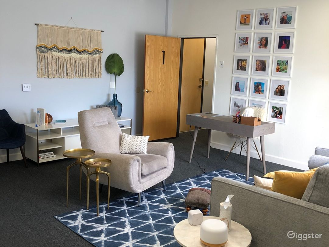 Midcentury modern therapy office