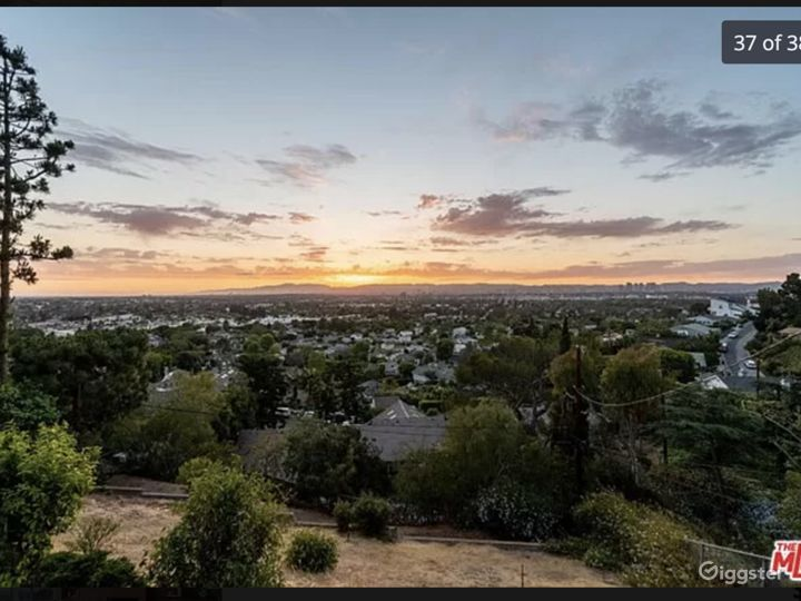 Mid-Century Modern Home w/ great view of entire LA