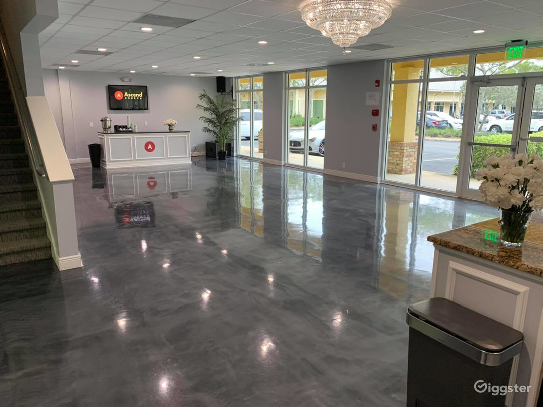 Large Lobby Area with Open Space Photo 1