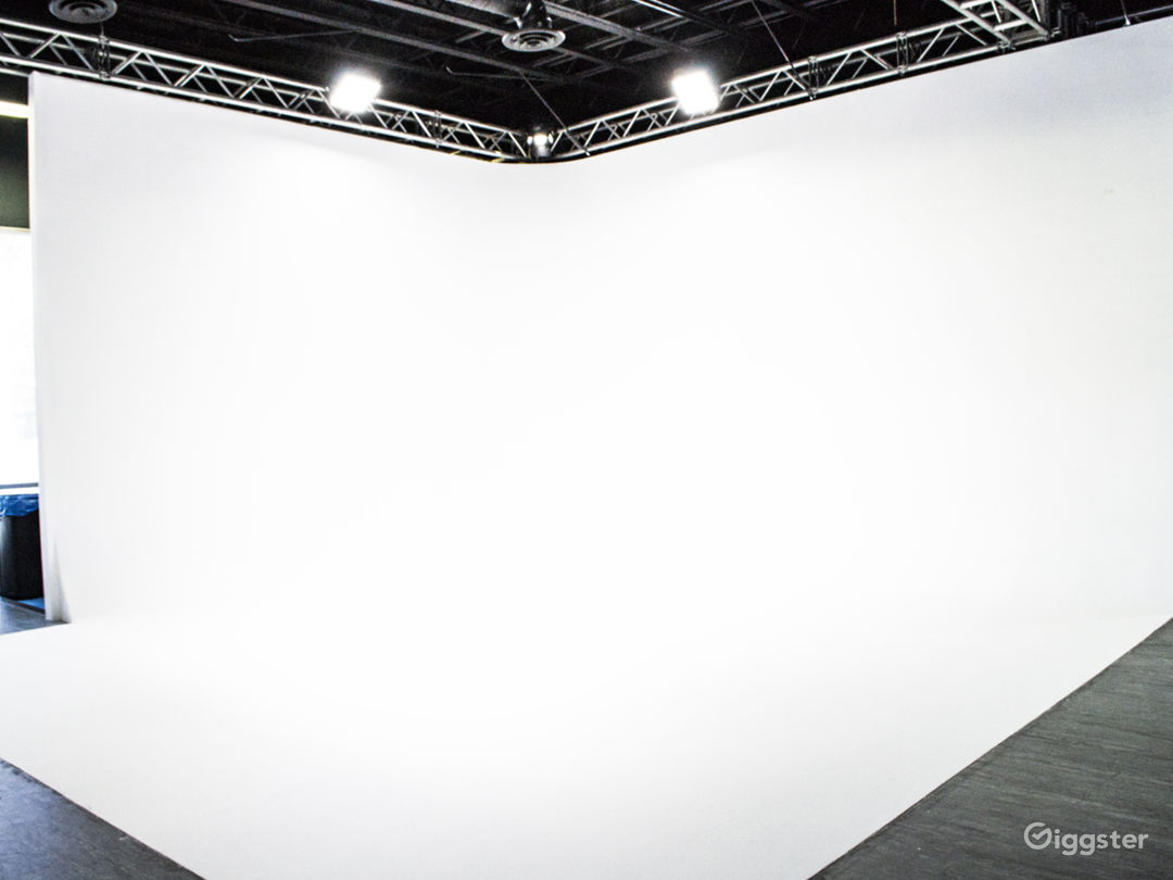 Livestream & Podcast on the White Cyclorama
