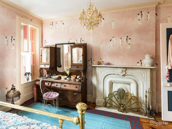 Chateau Cara, 3-story bohemian Brooklyn Townhouse Photo 5