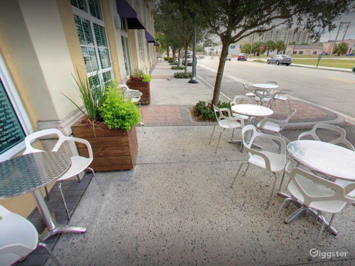 Elegant Wine Garden Patio in West Palm Beach Photo 2