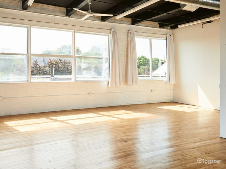 Loft Side Studio with Perfect Ambience for Photography Photo 4