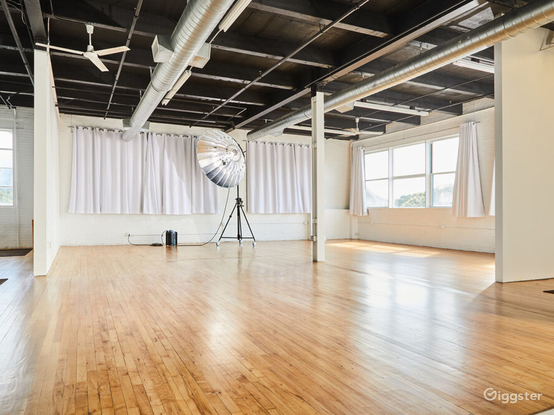 Loft Side Studio with Perfect Ambience for Photography Photo 1
