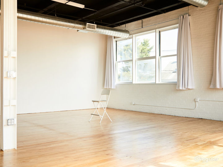 Loft Side Studio with Perfect Ambience for Photography Photo 3
