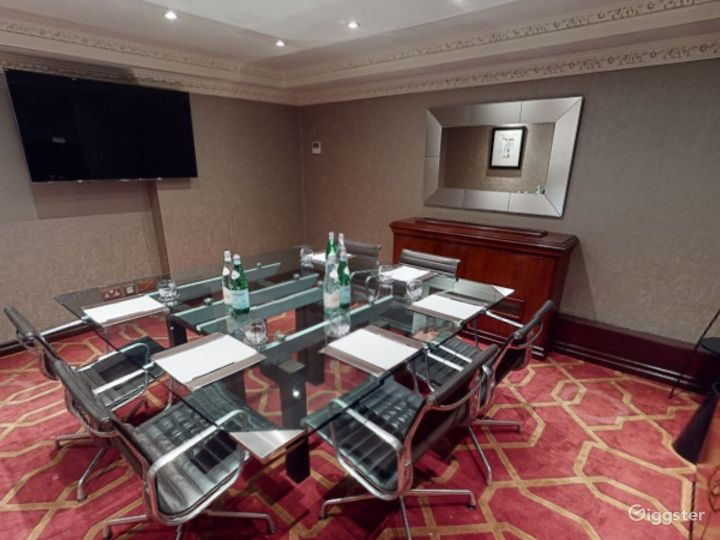 Intimate Private Room 17 in London, Heathrow Photo 2