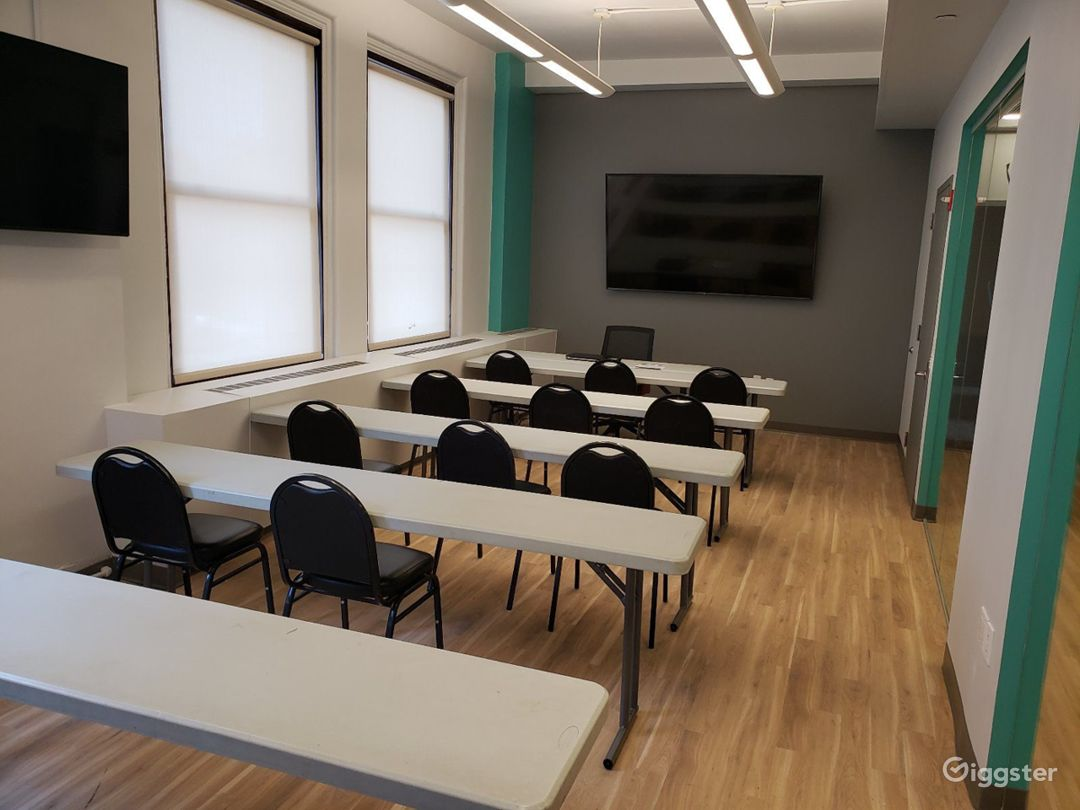 Suitable Space for any Type of Meeting  Photo 1