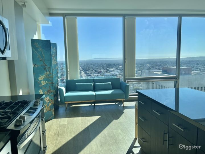 Luxury penthouse with DTLA city view Photo 4