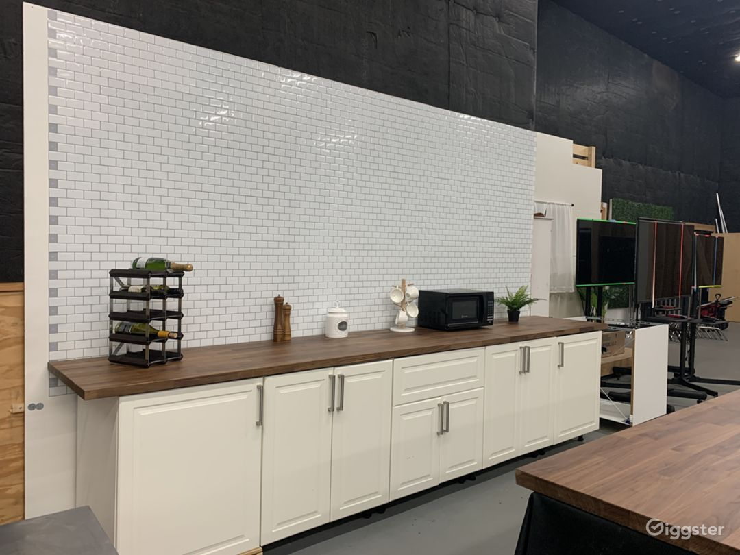Studio 12ft. Kitchen Tile Wall Set Photo 1
