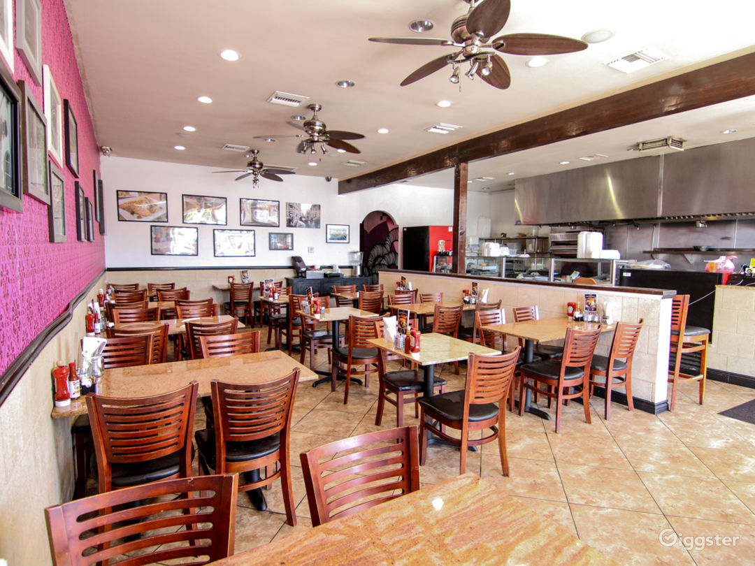 Cafeteria-style Restaurant with open kitchen Photo 1