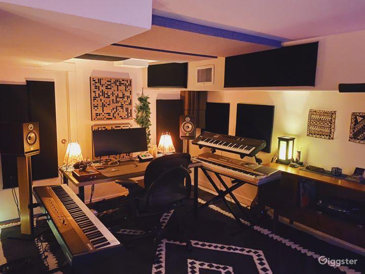Bedstuy Brownstone w/ Recording Studio, Backyard Photo 2