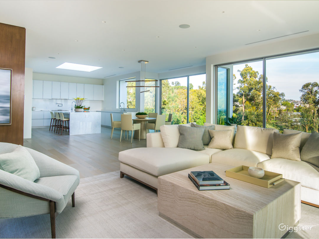 Modern Beverly Hills Home with Breathtaking Views Photo 4