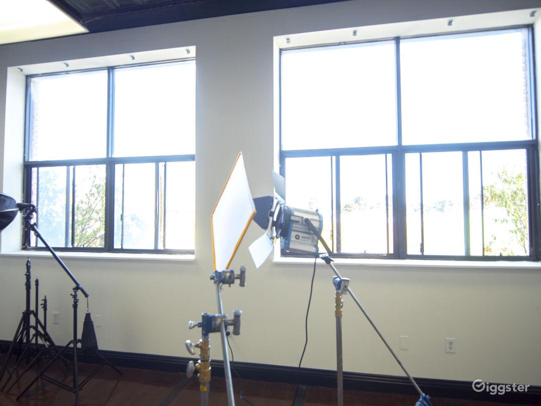 Studio 101 - Classy Studio with Natural Light Photo 5