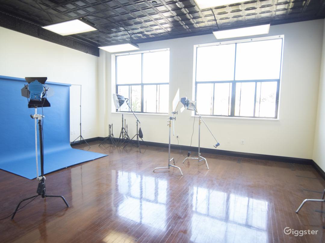 Studio 101 - Classy Studio with Natural Light Photo 1