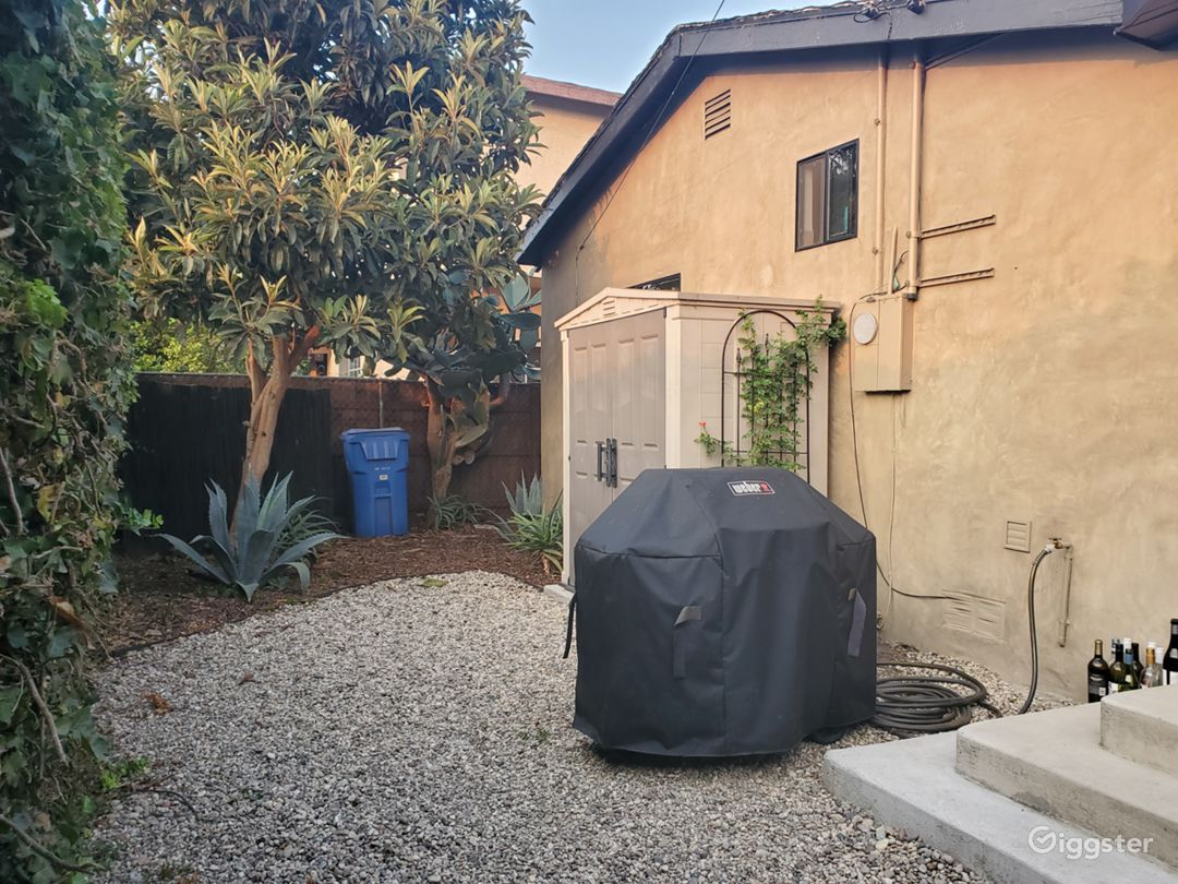 A hip home with private yard and lush garden Photo 5