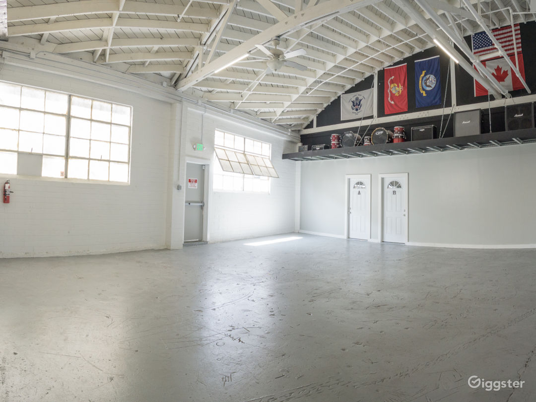 Bright Open Plan Warehouse in Central Culver City Photo 3