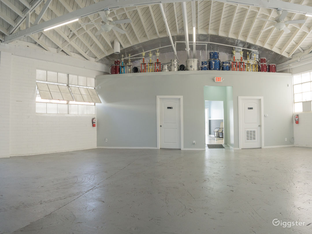 Bright Open Plan Warehouse in Central Culver City Photo 2