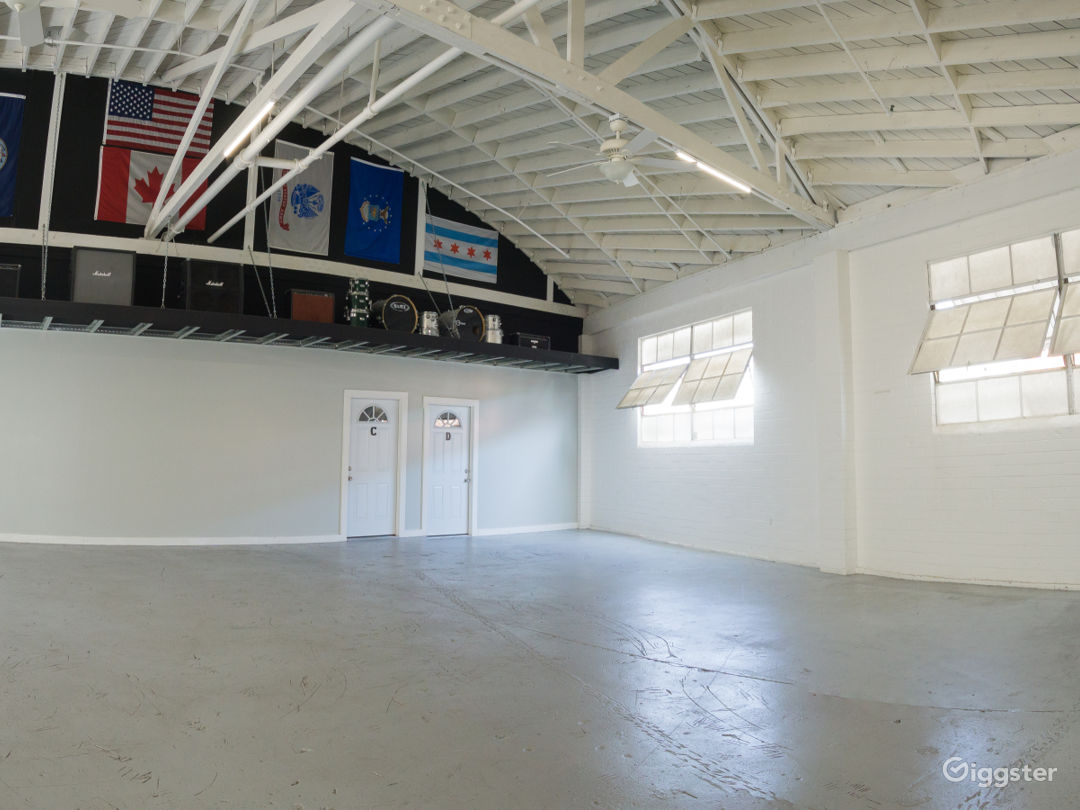 Bright Open Plan Warehouse in Central Culver City Photo 4