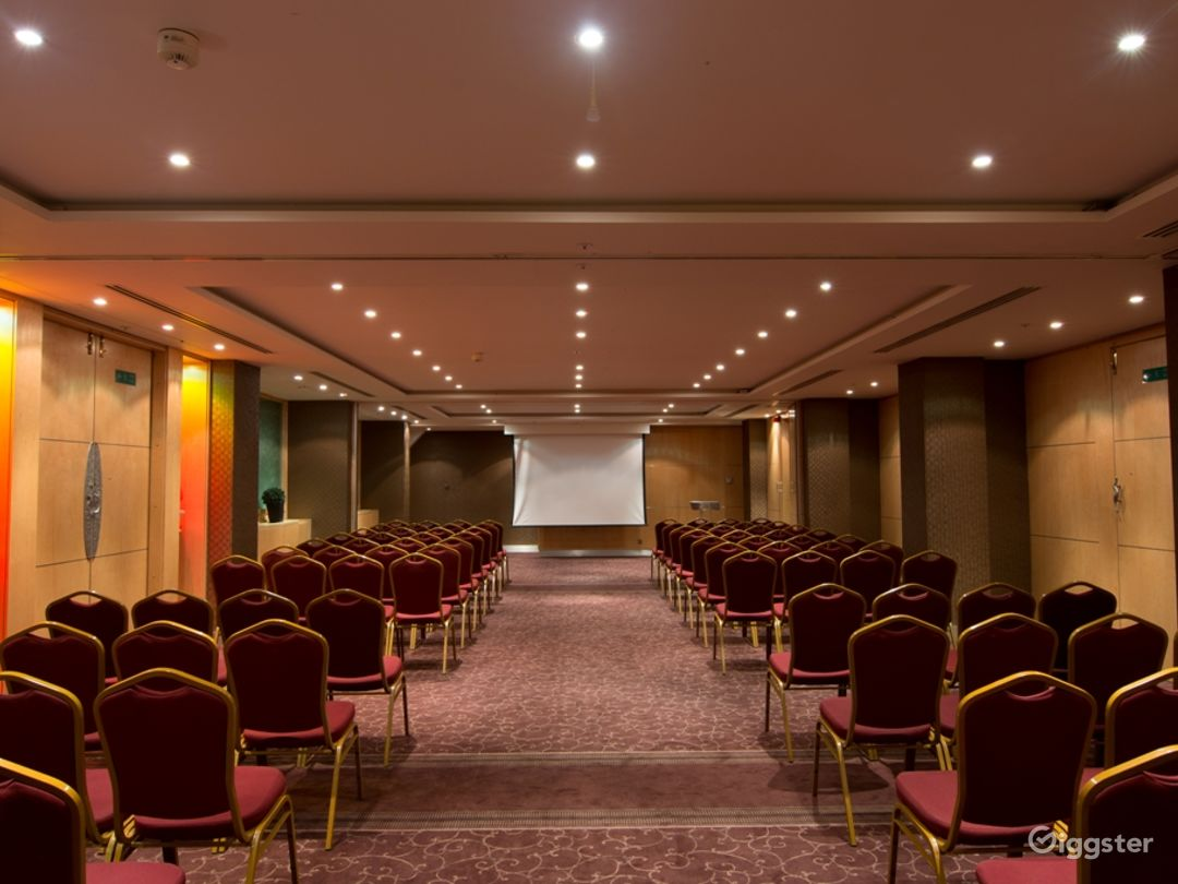 Spacious Meeting and Event Space with Reception Area in London Photo 1