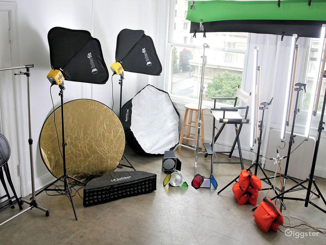 Daylight Photo Studio in DTLA, Includes Equipment Photo 2
