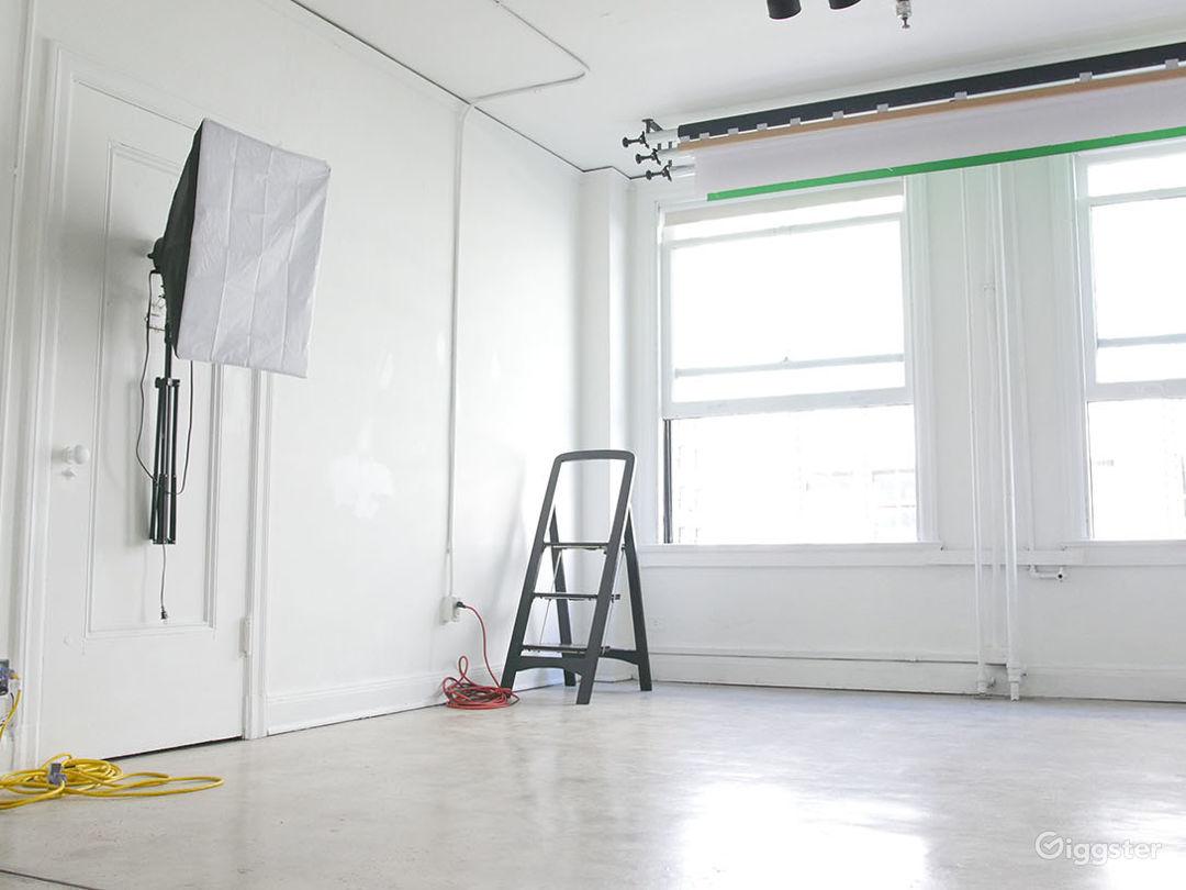 Daylight Photo Studio in DTLA, Includes Equipment Photo 1