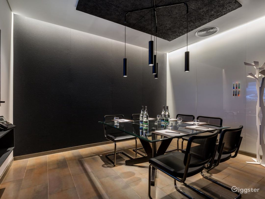 Exceptional Private Suite 3 in Mercer Street, London Photo 1