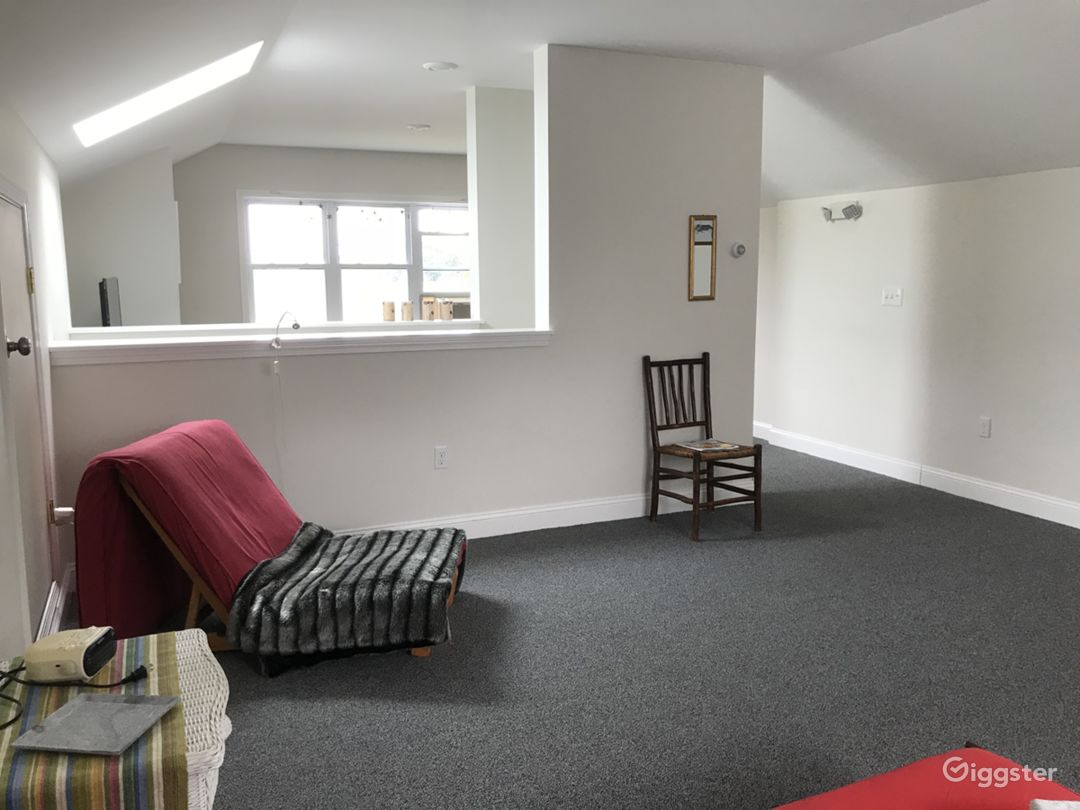 Upstairs carpeted area - clean use.